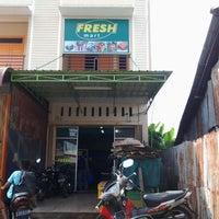 Photo taken at Fresh Mart by Tuan C. on 10/31/2012