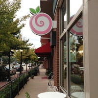 Photo taken at Pinkberry by Wendy D. on 10/16/2012