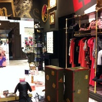 Photo taken at Juicy Couture by Tee R. on 1/31/2011