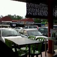 Photo taken at Restoran depan B5 by Fazzull Ali R. on 10/11/2011