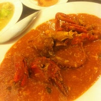 Photo taken at Singapore Kwetiaw Kerang & Seafood by Maya P. on 12/26/2011