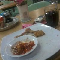 Photo taken at Restoran Singgah Selalu, Tawau by Emonk Salam A. on 4/14/2012