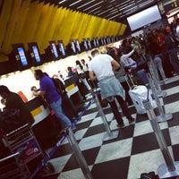 Foto tirada no(a) Check-in LATAM por F. C. N. em 10/21/2011