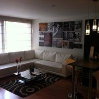 Foto tomada en Celebrities Suites & Apartments por Mercedes Diane G. el 8/18/2013