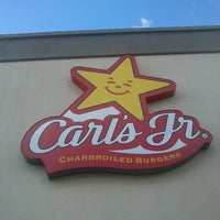 Photo taken at Carl's Jr. by Inés G. on 1/27/2013