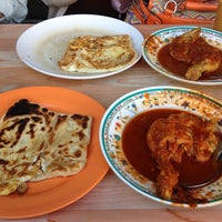 Photo taken at Roti Canai Transfer Rd. by Amirah on 8/24/2013