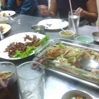 Photo taken at ร้านลูกปลาหน้าผา by Noom on 9/22/2013