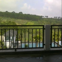 Photo taken at Villa Omah Gunung Puncak by SaYu EcHa on 9/22/2013