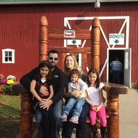 Photo taken at Long Family Orchard, Farm & Cider Mill by Marinos M. on 9/20/2014