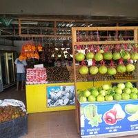 Photo taken at Gerai Limau Bali Heng Kee by Suriati on 11/15/2012
