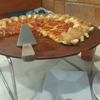 Photo taken at Pizza Hut by Daniella S. on 9/27/2016