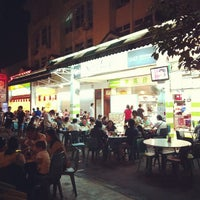 Photo taken at Seng Kee Black Herbal Chicken Soup by Tadashi O. on 11/24/2012