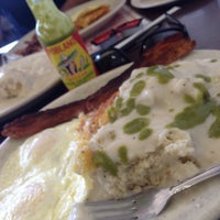Photo taken at Jerry Bobs Resturant by Highern C. on 8/8/2014