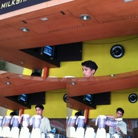 Photo taken at Es Bang Joe - The Real Milkshake by angga r. on 3/3/2013