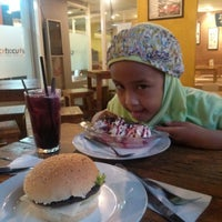 Photo taken at Burger & Grill by Oos w. on 12/20/2014