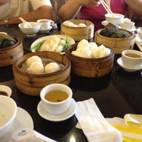 Photo taken at Hoằng Long Restaurant by Nghia N. on 9/16/2012