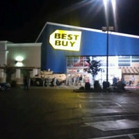 Photo taken at Best Buy by Lauren P. on 11/13/2012