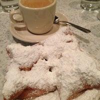 Photo taken at Café du Monde by Teresa on 7/13/2013