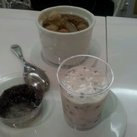 Photo taken at 許留山 Hui Lau Shan Healthy Dessert by Scing Yee S. on 10/24/2012