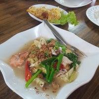 Photo taken at Restoran Selera Warisan Tom Yam Seafood by Noor B. on 1/4/2014