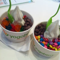 Photo taken at Yogoberry Original by Thais on 2/13/2013