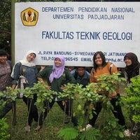 Photo taken at Fakultas Teknik Geologi by Fithriyani F. on 10/19/2012