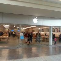 Photo taken at Apple Burlington by Alin G. on 9/19/2013