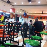 Photo taken at Restoran Mirasaa by هوزايفه أويس on 12/21/2012