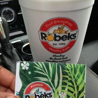 Photo taken at Robeks Fresh Juices & Smoothies by Sarah D. on 7/9/2013