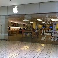 Das Foto wurde bei Apple Beverly Center von Stella B. am 7/23/2013 aufgenommen