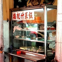 Photo taken at 德记杂菜饭 by MOTLEY G. on 10/1/2013