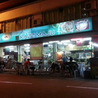 Photo taken at Restoran Razz Maju by M Kamil A. on 5/12/2013