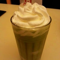 Photo taken at 七叶和茶 Nana's Green Tea by Yunying on 8/28/2013