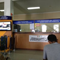 Photo taken at Samsat Bandung Tengah by Aep T. on 4/24/2013