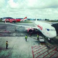 Photo taken at Kuching International Airport (KCH) by 源藝 楊. on 4/8/2013