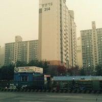 Photo taken at 청명 느티나무 by 강현서 H. on 11/29/2011