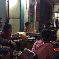 Photo taken at Banh trang nuong Da Lat by Tịt on 9/20/2014