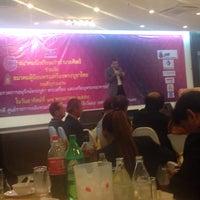 Photo taken at สมาคมนักเรียนเก่าอำนวยศิลป์ by จิรชน ต. on 5/16/2015
