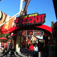 Photo taken at Hollywood Rip Ride Rockit by Claudia Sachie O. on 3/9/2013
