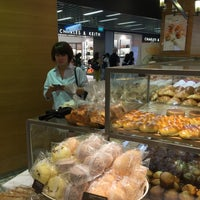Photo taken at BreadTalk / Toast Box by 刘 文 成 on 5/1/2016