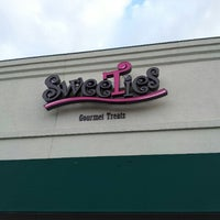 Photo taken at SweeTies Gourmet Treats by Leslie D. on 10/20/2012