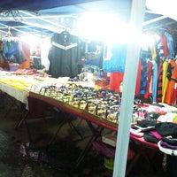 Photo taken at Pasar Malam Sinsuran (Night Market) by Muhammad Luqman M. on 10/27/2012