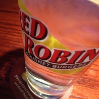 Photo taken at Red Robin Gourmet Burgers by H. Chris J. on 4/19/2013