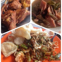 Photo taken at Ayam Goreng Nikmat (Panaitan) by Diah N. on 12/7/2014