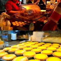 Photo taken at Tai Cheong Bakery by Apirat A. on 5/21/2013