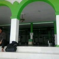 Photo taken at Masjid Besar Al-Izhar Kutoarjo by Fakhrudin H. on 2/14/2013