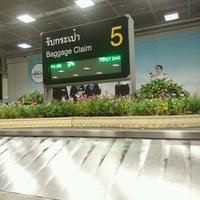 Photo taken at Baggage Claim 5 by Itualek B. on 9/26/2016