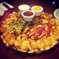 Photo taken at Pizza Hut by Eduardo M. on 11/30/2012