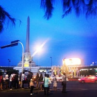 Photo taken at Victory Monument by CHeSHiRe W. on 5/11/2013