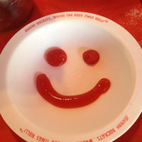 Photo taken at Johnny Rockets by Monica🌺Gutierrez R. on 3/10/2013